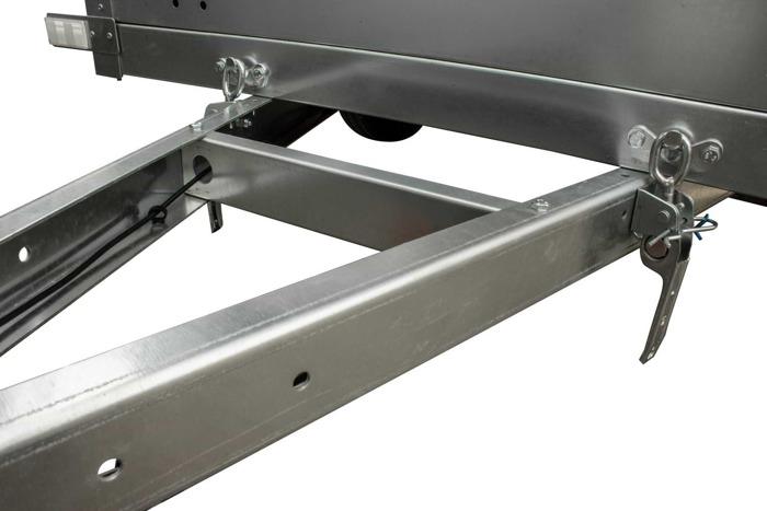Remorca auto 200 x 106 Garden Traler 200 Unitrailer, masa totală maximă admisă de 750 kg cu obloane duble grilaj